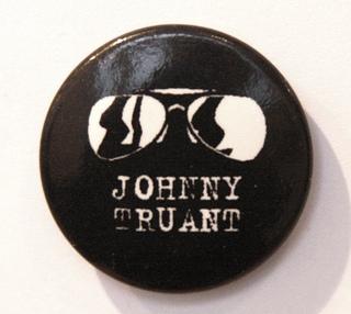 Johnny Truant - Glasses - Badge